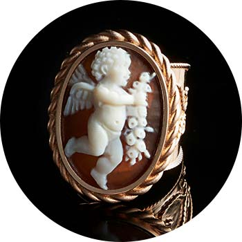 173-032 Cameo Italiano Raffaello 24 x 17mm Oval Carved Shell Cameo Twisted Halo Ring
