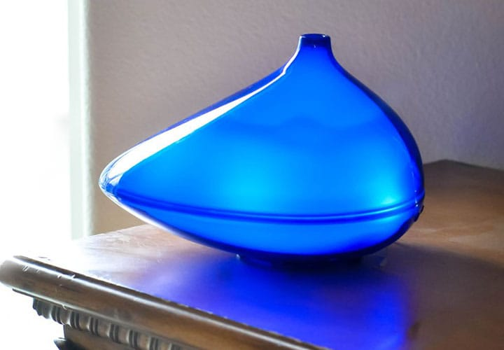 ZAQ created their diffuser, the first of its kind - a machine that sprays a cold, essential-oil-infused mist into the air.